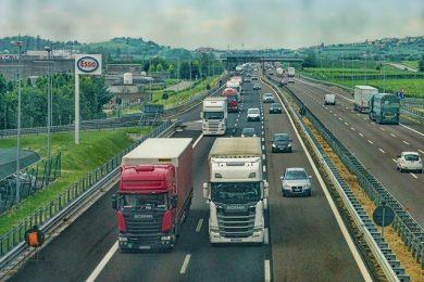 highway-3392100_640-1-e1527188074993.jpg