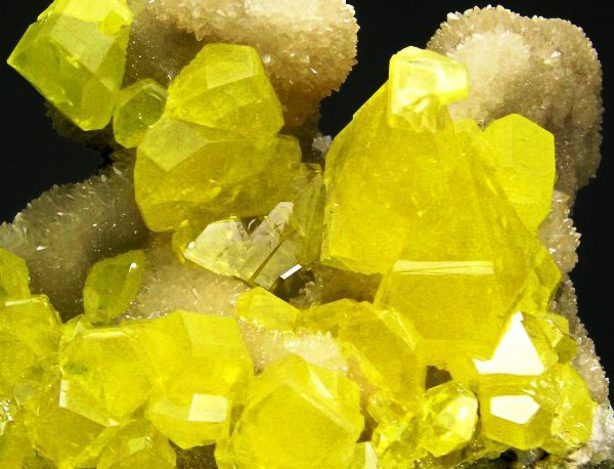 sera-kristaly.jpg.pagespeed.ce_.AH7ynae5Zs-600x458 (1)